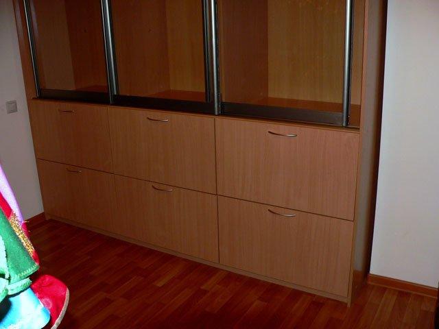 Комбинированный шкаф с выдвижными ящиками..